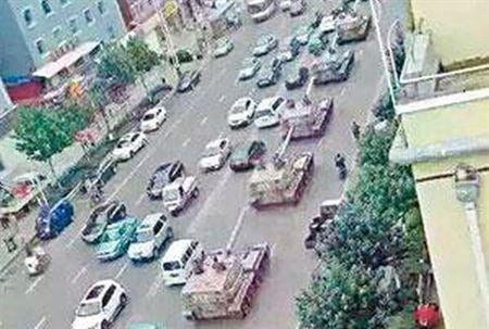 Trung Quốc điều xe tăng, xe bọc thép áp sát biên giới Triều Tiên 1