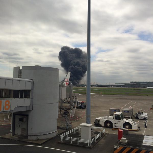 Cháy dữ dội gần sân bay Tokyo 2