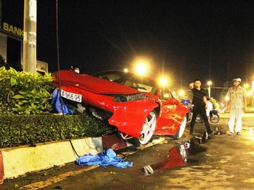 Siêu xe Ferrari 15 tỷ đồng gặp tai nạn 1