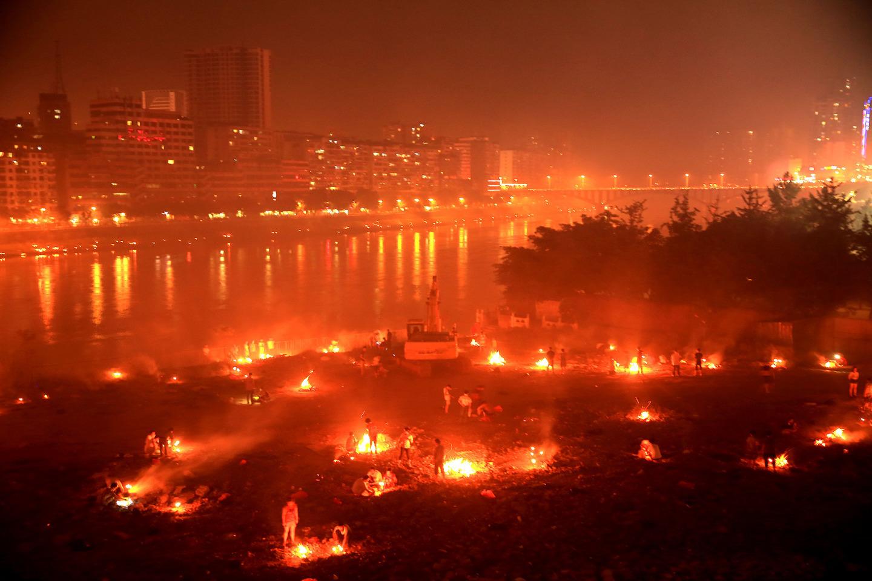 Một thành phố Trung Quốc rực lửa