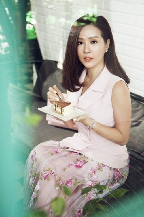 Hoa hậu Thu Hoài khoe vẻ đẹp mặn mà, cuốn hút ở tuổi 40 2