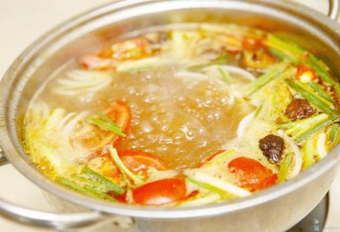 Cách nấu lẩu hải sản chua cay thơm ngon đơn giản tại nhà 3