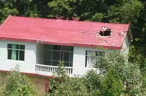 Hiện trường mảnh vỡ tên lửa rơi thủng nhà dân tại Trung Quốc 2