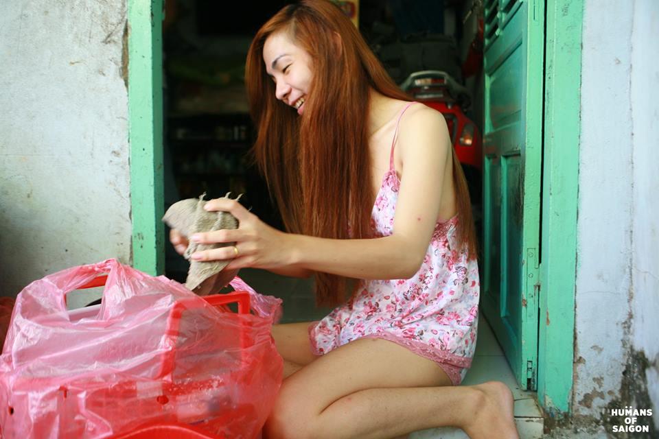 Bộ ảnh chân thực về cuộc sống của cô gái chuyển giới ở Sài Gòn 2