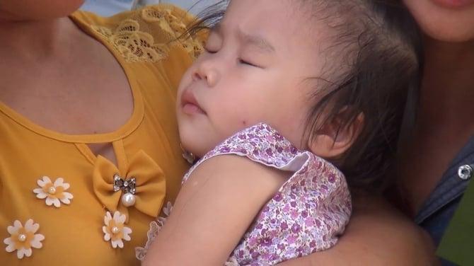 Chùm ảnh: Giọt nước mắt đón người thân được đặc xá trở về 7