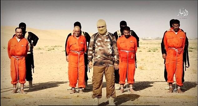 IS treo ngược và thiêu sống người bị cáo buộc gián điệp 1