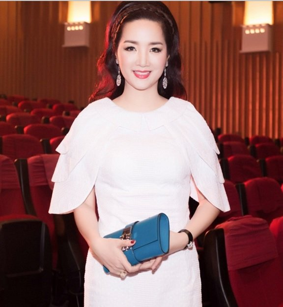Hoa hậu Đền Hùng Giáng My - U50 vẫn xinh đẹp, trẻ trung 1