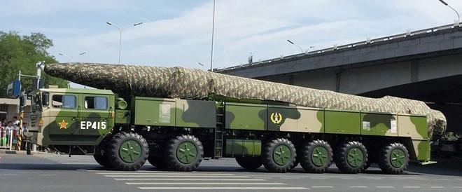 Trung Quốc lần đầu khoe tên lửa