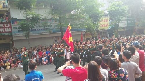 Hình ảnh đoàn diễu binh, diễu hành qua các tuyến phố 7