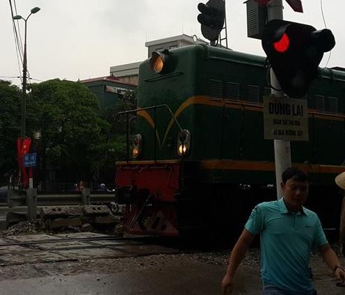 Bị tàu hỏa cán tử vong vì cố băng qua đường sắt 3