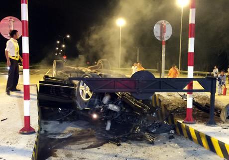 Video: Xe Mercedes gây tai nạn giao thông trên cao tốc Long Thành 1
