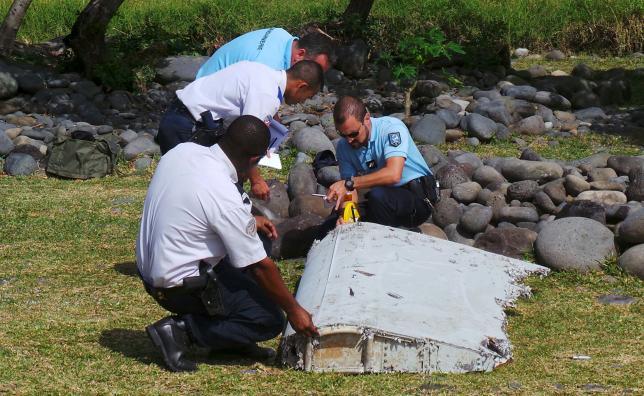 Pháp chính thức xác nhận mảnh vỡ trên đảo Reunion là của MH370 1