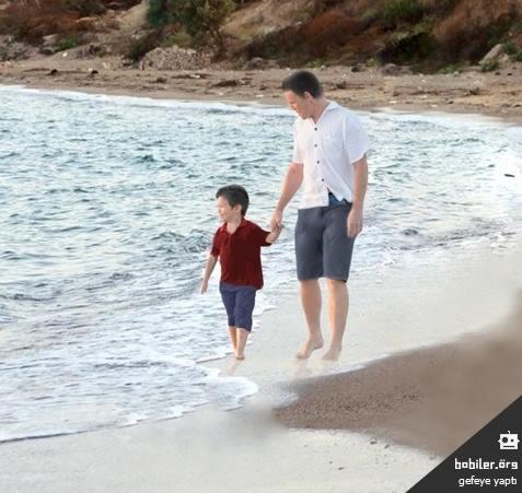 Những bức họa xót xa về cậu bé di cư dạt vào bờ biển 13