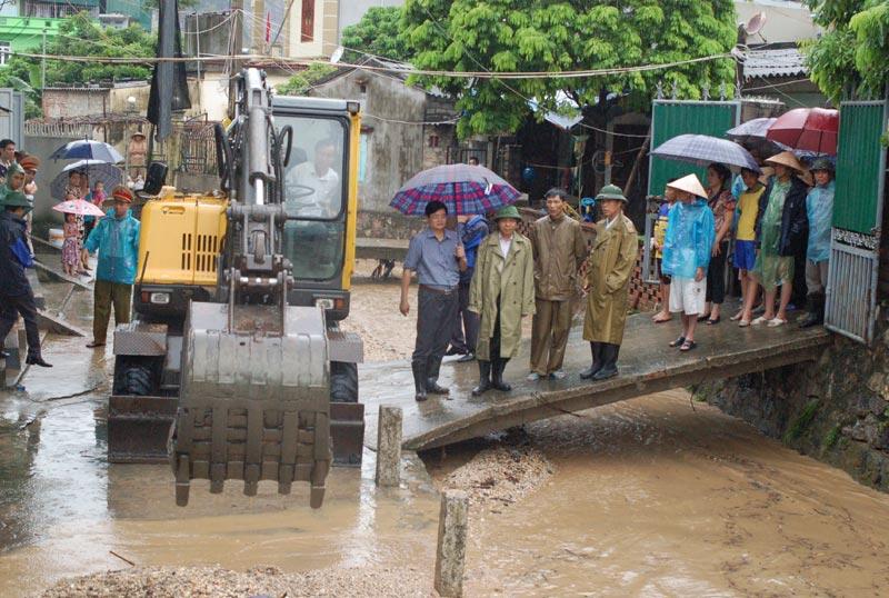 Quảng Ninh: Mưa lớn, người phụ nữ đi chợ bị nước cuốn trôi 1