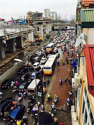 Tắc đường khủng khiếp ở Hà Nội gây bão mạng 6