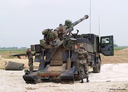 Xem siêu pháo Caesar của bộ binh Arab công phá phiến quân Yemen 3