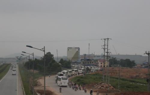 Bên ngoài nhà máy Samsung: KCN Yên Bình không bình yên 4