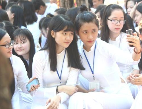 Ngắm nét đẹp tinh khôi của nữ sinh trường Phan Bội Châu ngày khai giảng 10