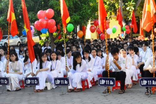 Ngắm nét đẹp tinh khôi của nữ sinh trường Phan Bội Châu ngày khai giảng 3