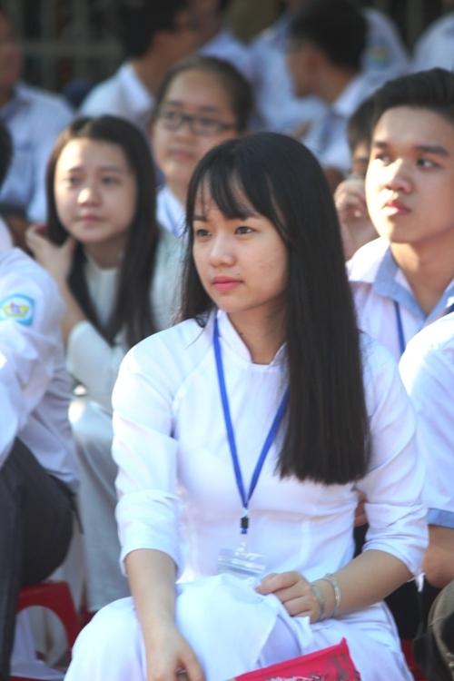 Ngắm nét đẹp tinh khôi của nữ sinh trường Phan Bội Châu ngày khai giảng 7