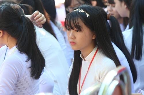 Ngắm nét đẹp tinh khôi của nữ sinh trường Phan Bội Châu ngày khai giảng 9