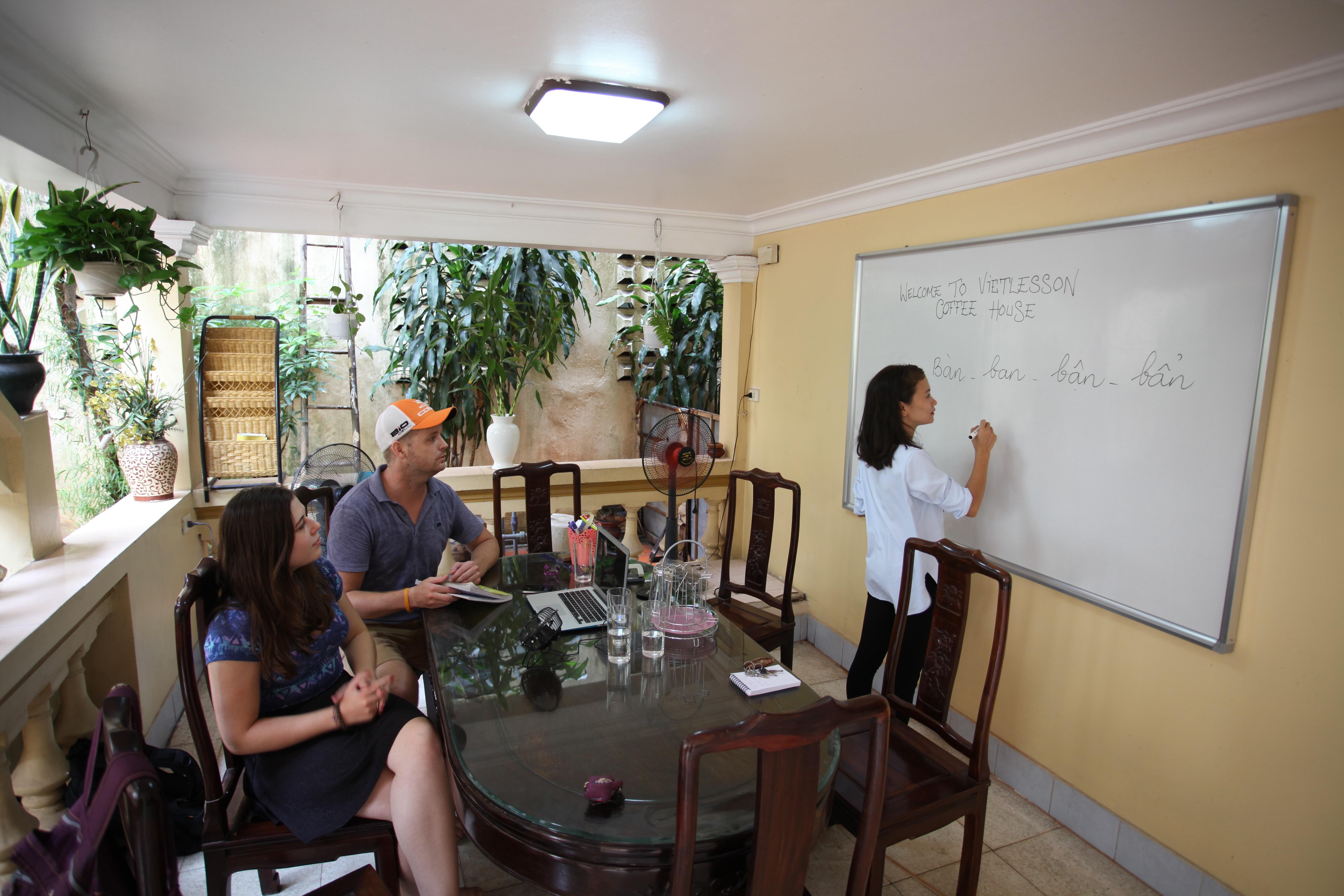 Gặp gỡ cô chủ 8X xinh đẹp có giấc mơ mang tiếng Việt ra thế giới 2