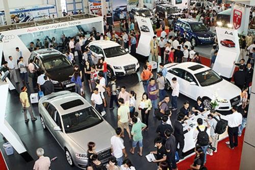 Tháng 8/2015: Doanh số bán xe ô tô giảm do tâm lý người dùng 1