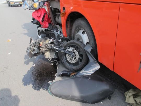 Xe khách Phương Trang gây tai nạn nghiêm trọng, 1 cô gái bị hất khỏi cầu 1