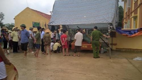 Chết do tai nạn trong đêm, người nhà mang xác đến UB xã 'bắt đền' 2