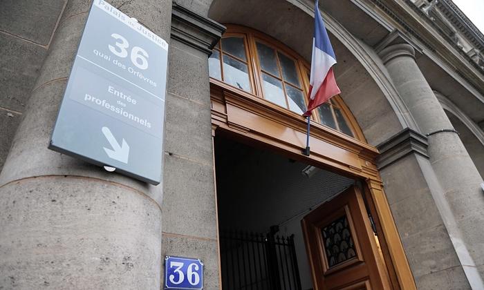 Cảnh sát Pháp bị tố hãm hiếp tập thể khách nước ngoài tại trụ sở 1