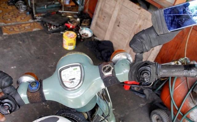 Cụ ông 85 tuổi phượt xuyên Việt bằng xe máy cà tàng 5