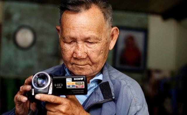 Cụ ông 85 tuổi phượt xuyên Việt bằng xe máy cà tàng 6