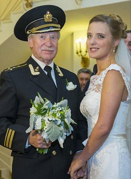 Cặp đôi chênh nhau 60 tuổi gây sốt cộng đồng mạng 1