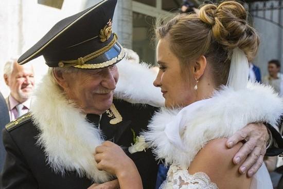 Cặp đôi chênh nhau 60 tuổi gây sốt cộng đồng mạng 6