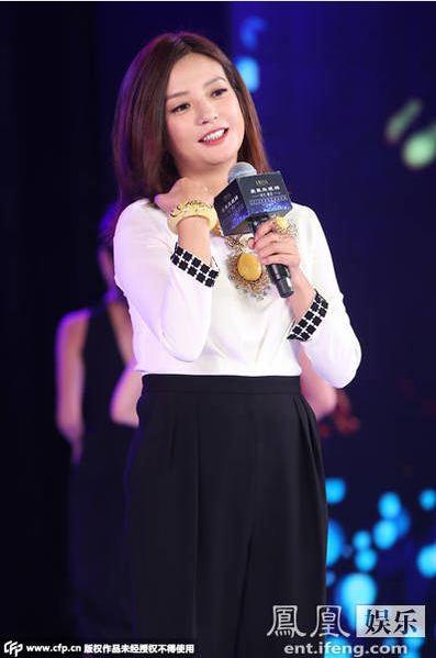 Triệu Vy khoe khoe khéo bộ trang sức bằng đá 'hổ phách' tại sự kiện 3