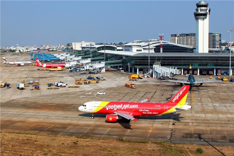 Xe thang đẩy đâm rách cánh máy bay Jetstar tại sân bay Tân Sơn Nhất 1