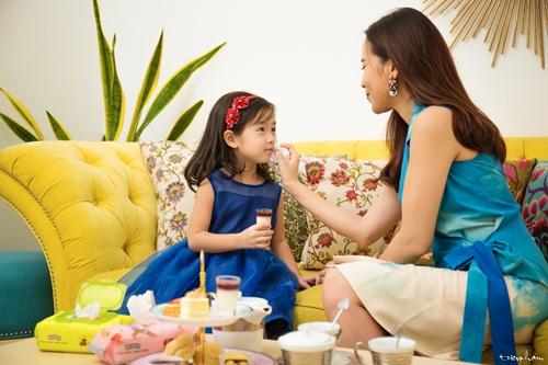 Con gái Lưu Hương Giang đáng yêu như thiên thần bên mẹ 4