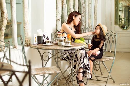 Con gái Lưu Hương Giang đáng yêu như thiên thần bên mẹ 7
