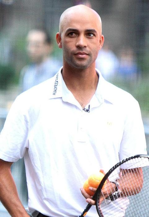 Cảnh sát New York công bố video cựu sao Tennis bị bắt nhầm 1