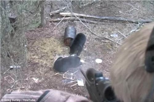 Cha quay cảnh con trai 9 tuổi bắn chết gấu để mừng sinh nhật gây phẫn nộ 2