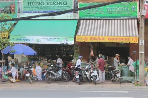 Đột nhập phố bán 'thần dược sung sướng' của dân chơi ở Sài thành 1
