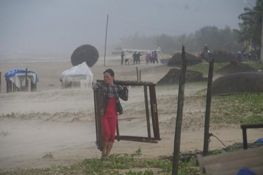 Miền Trung đang căng mình chống bão số 3 7