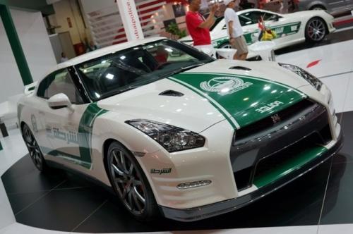 Cảnh sát Dubai gây choáng với dàn xe sang tiền tỷ 1