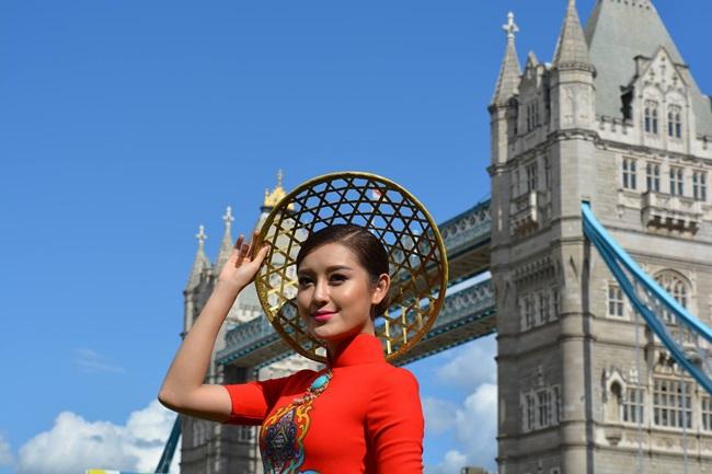 'Hoa hậu đẹp nhất châu Á' mờ nhạt khi xuất hiện cùng Á hậu Huyền My 1
