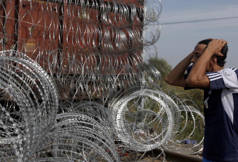 Hungary tuyên bố tình trạng khẩn cấp, phong tỏa biên giới, bắt người nhập cư 1
