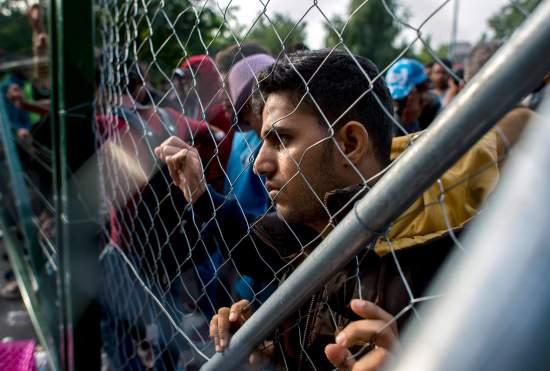 Hungary tuyên bố tình trạng khẩn cấp, phong tỏa biên giới, bắt người nhập cư 3