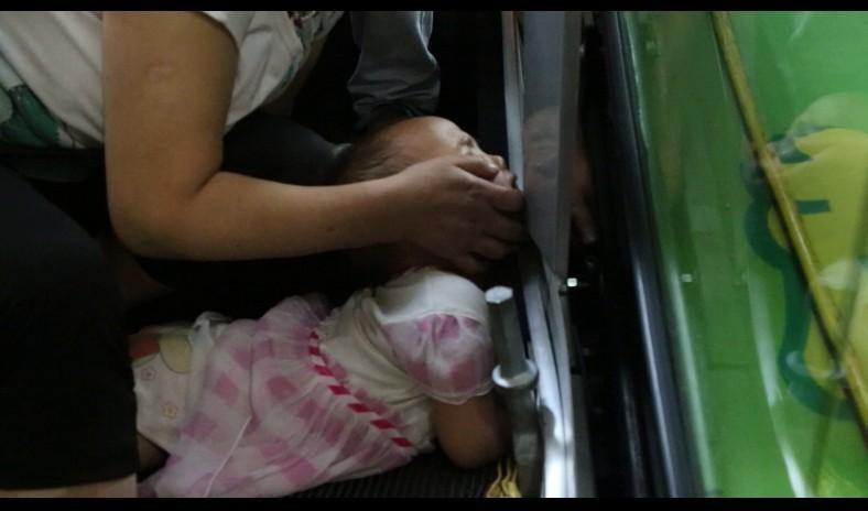 Thang cuốn Trung Quốc lại 'nuốt chửng' cánh tay em bé 3 tuổi 2