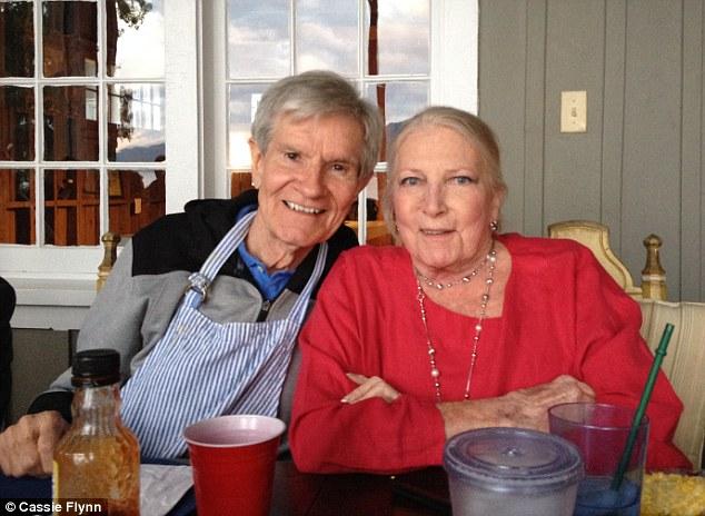 Bất ngờ tìm được nhẫn cưới sau gần 40 năm đánh rơi xuống hồ 3