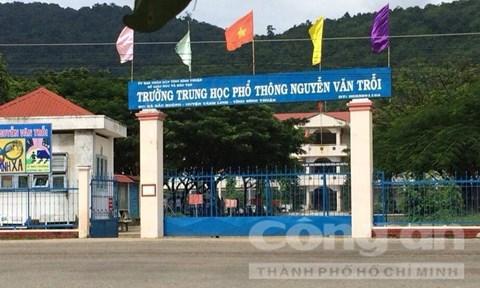Hỗn chiến trước cổng trường, nhiều học sinh hoảng loạn 1