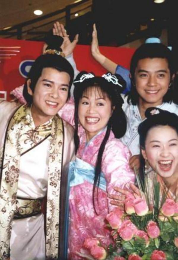 Hình ảnh Chúc Anh Đài - Lương Tiểu Băng thành trụ cột kinh tế gia đình ở tuổi 50 số 1